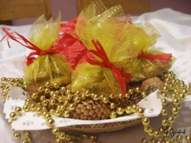 Prosta ozdoba świąteczna z domowego ciastka i kawałka starej folii